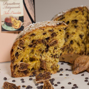 Artisan panettone with figs and chocolate