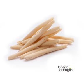 Pasta fresca, maccheroni di grano freschi lavorati a mano