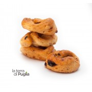 Taralli with dried tomatoes