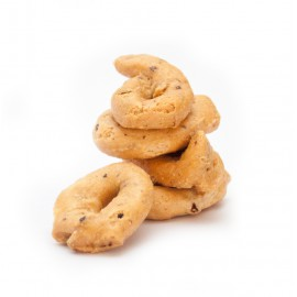 Taralli with leccine olives and capers